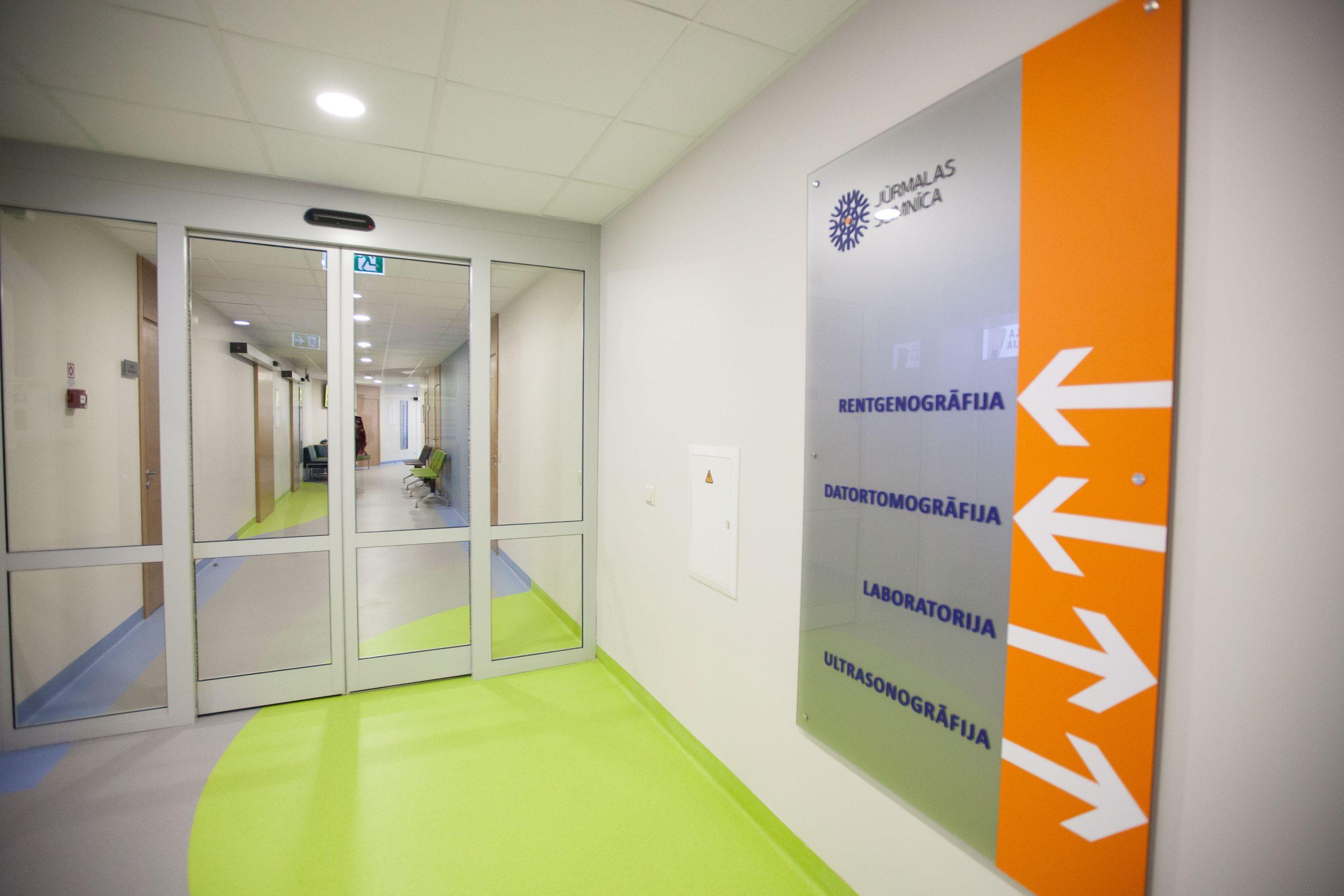 Юрмальская больница частично возобновила прием амбулаторных пациентов